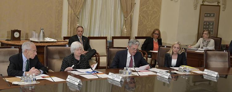 Stainley Fischer, Janet Yellen, Jerome Powell y Lael Brainar, reunión de septiembre 2017 de la Junta de Gobernadores (imagen de la Reserva Federal de Estados Unidos)